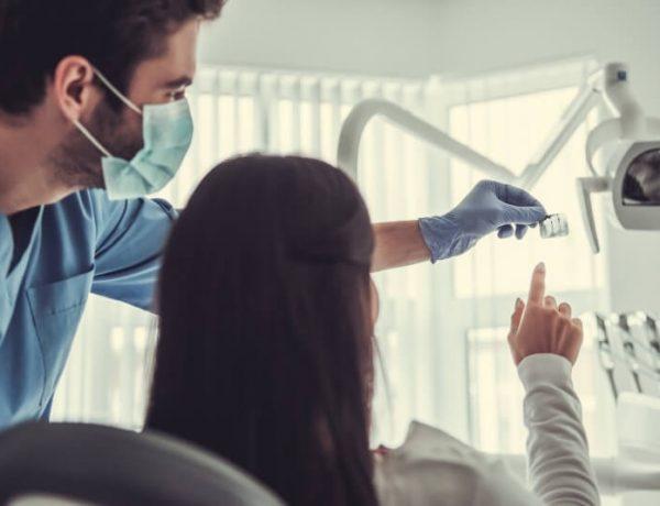at-the-dentist-3JGFQVU