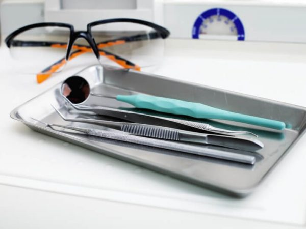 dentist-instruments-PHWZUAV